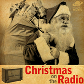 Christmas on the Radio: Over 100 Pop, Rock, Country, and Traditional Holiday Favorites ジャケット写真