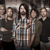 Foo Fighters d879ce1704689536e2e635942fcb5f0f