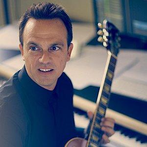 Carlos Rafael Rivera için avatar