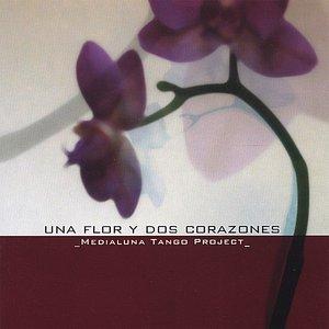 Una Flor Y Dos Corazones