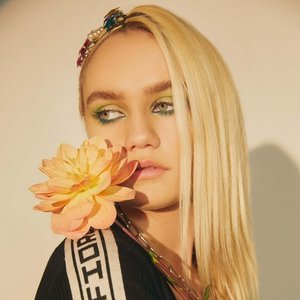 Avatar for Carlie Hanson
