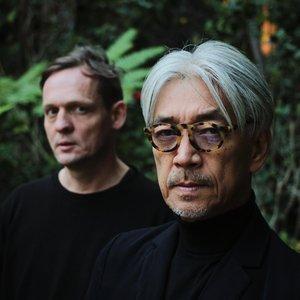 Alva Noto + Ryuichi Sakamoto のアバター