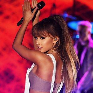 Ariana Grande 的头像