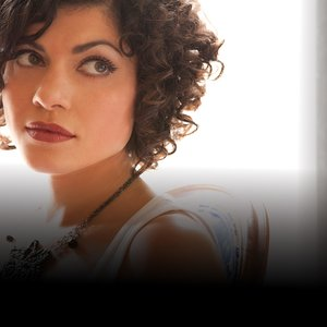 Avatar for Carrie Rodriguez & the Sacred Hearts