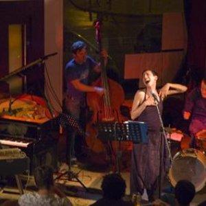 Avatar für Yelena & The Love Trio
