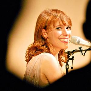 Emily Loizeau