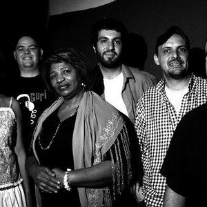 Avatar de Kiko Dinucci e bando Afromacarrônico