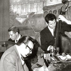 Vince Guaraldi Trio のアバター