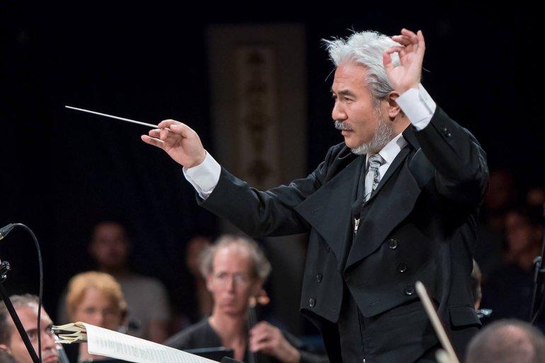 Taro Iwashiro conducting