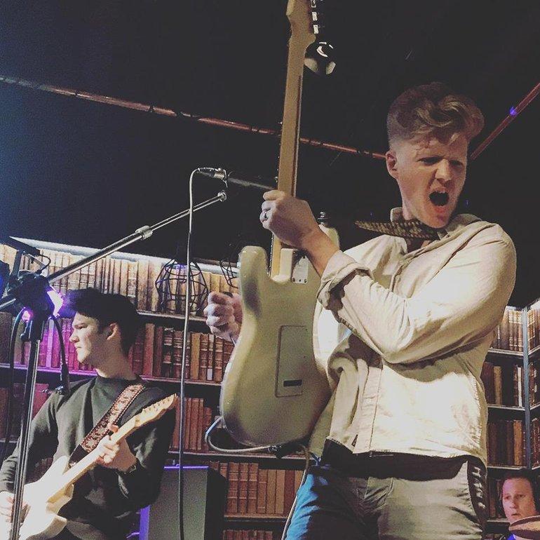 Robin James and the Nicknames live