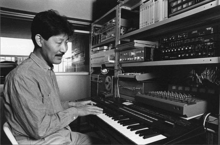 Hiroshi Yoshimura recording at home