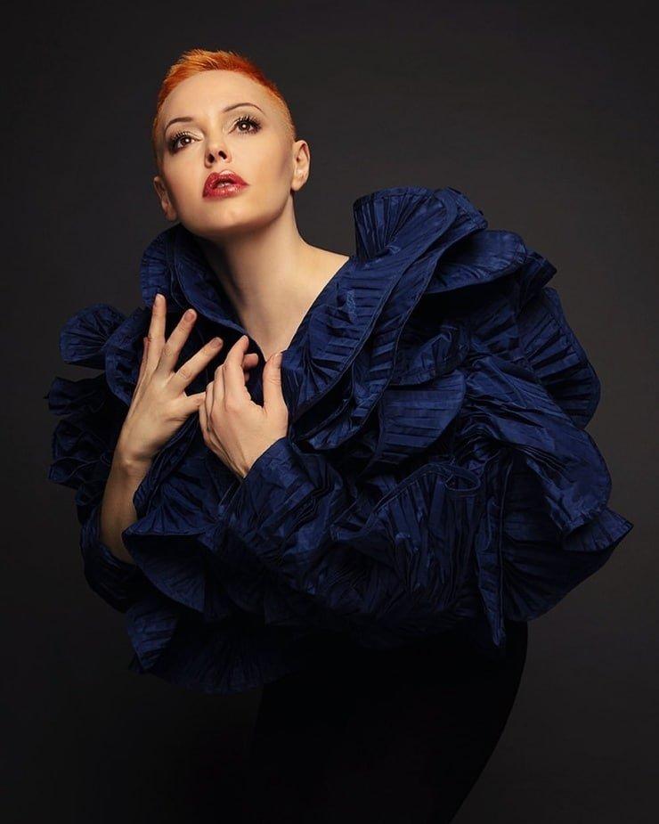 Related image | Charmed tv show, Alyssa milano, Celebrities