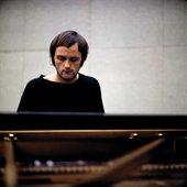 Svein Finnerud under en konsert på Henie Onstad Kunstsenter i 1970. Foto: Kjell Bjørgeengen