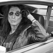 Alice_Cooper_Detroit_Stories_press_picture_credit_Jenny_Risher_2000px.jpg
