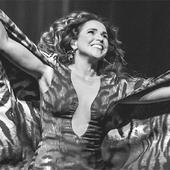 Daniela Mercury - Foto de Célia Santos - O axé a voz e o violão.png