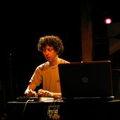 NN playing virtual tabla - Pub ADK 22-01-09 (Flickr Jsd _Quas0)