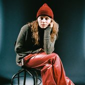 bc10d5216836d91f47ed2d304554473023-girl-in-red.rsquare.w1200.jpg