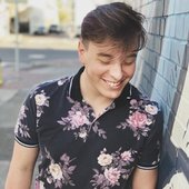 Going for that popular Shy City Dude look. 🏙🌸 (Thanks to @theleoanderson for the picture)