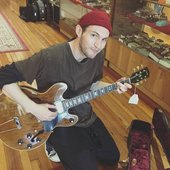 2017-05-16 Josh Klinghoffer stopped into the Guitar Emporium of Louisville on 16-05-17 to check out some new equipment and help out a fan in hospital.18491552_10155121716916278_75408960.jpg