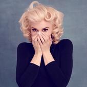Gwen Stefani by Jamie Nelson