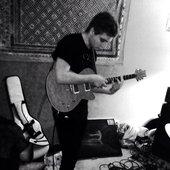 Floral's guitarist