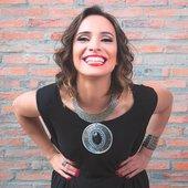 Diva rainha da voz aveludada subestimada no brasil mas que transforma musica ruim em bossanova gostoso pra tocar em elevador e consultório dentário ♥
