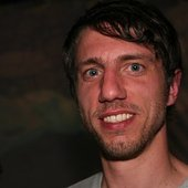 in this picture he doesn't look like richie hawtin yet