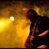 Jaentschi satisfies his guitar