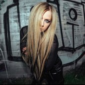 Avril Lavigne new pic