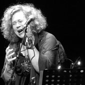 Sarah Jane Morris & Antonio Forcione - Compared to what - Sarah-Jane live-1.JPG
