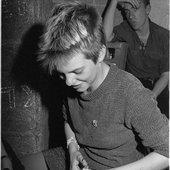Anette-Benjamin-Hansapast-schneiden-50-41-Hagen-1980_bearbeitet-1.jpg