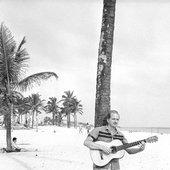 Cantinho. Violão na praia de Ipanema