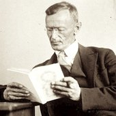 Hermann_Hesse_1927_Photo_Gret_Widmann.jpg