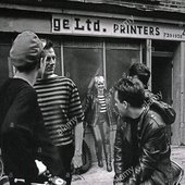 the-motorcycle-boy-band-in-1989-outside-44-redchurch-street-shoreditch-DXNX8P-crop.jpg