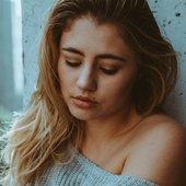 lia-marie-johnson-on-the-set-of-a-photoshoot_1.jpg