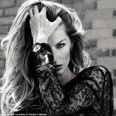 Gisele Bündchen: Vogue Editorial 2009