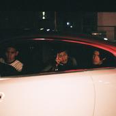 DOS MONOS in a car
