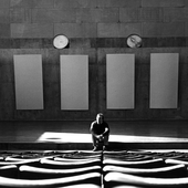 Alvin Lucier, Crowell Concert Hall, Center for the Arts, Wesleyan University, 1985. Photo by Gary Smith