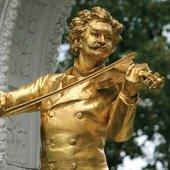 Vienna_Stadtpark_Statue-Of-Johann-Strauss-II.jpg