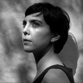 Adriana Calcanhotto - Foto de Bob Wolfenson.png