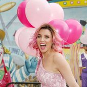 dannii-minogue-on-the-set-of-a-photoshoot-at-luna-park-in-melbourne-april-01-2017_303023715.jpg