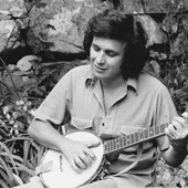 Don Mclean playing banjo