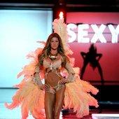 Gisele Bündchen - Victoria's Secret Fashion Show 2006