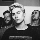 Holding-Absence-2017-Band-Photo.jpg