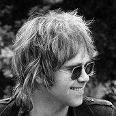 elton-john-london-summer-1970-ej004bw.png