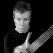 Jeroen Paul Thesseling – Bass