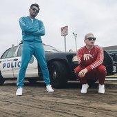Cuff'em boys _oncoming_police_car_ ( 640 X 640 ).jpg
