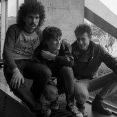 Poznań 1984 rok - polski zespół rockowy Aya RL, w składzie Igor Czerniawski (L), Jarosław Lach (C), Paweł Kukiz (P), przed występem w Hali Arena na koncercie Rock Arena.jpg