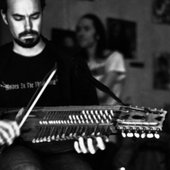 Playing the Nyckelharpa on Tour with Sangre de Muerdago