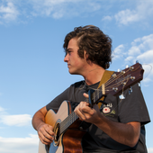 guitarricadelafuente_tocando_la_guitarra.png
